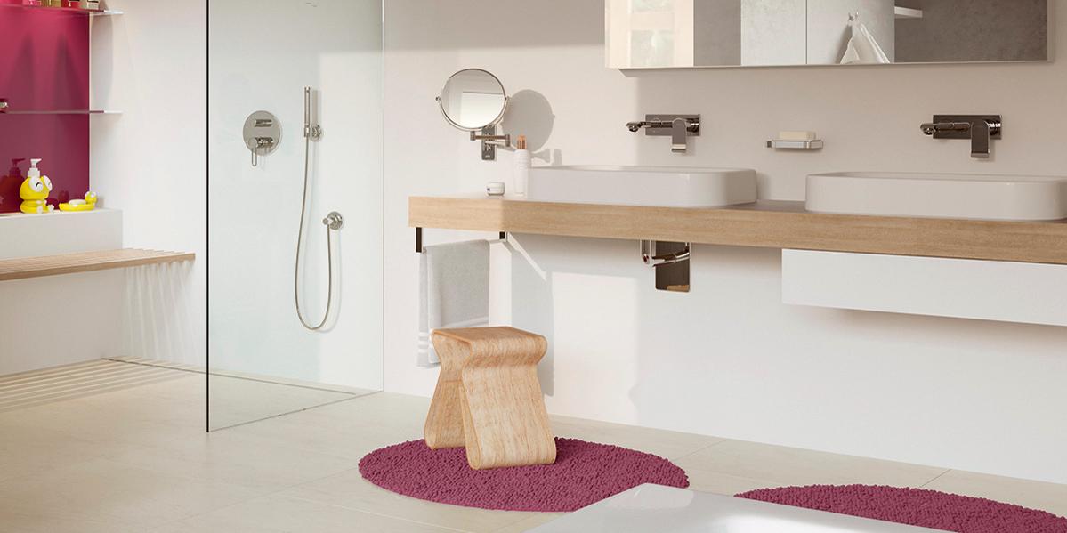 Barrierefreies Bad Mit Unterfahrbarem Waschtisch Und Walk In Dusche.